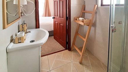 bathrooma1-crop-u48563